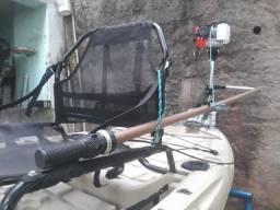 Caiaque Caiman - 100 com motor, vendo ou troco por um  caiaque de pedal.
