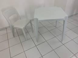 Mesa e cadeiras plástico branco Marfinite