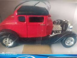 Miniatura 1:24 Ford lacrada sem uso rara