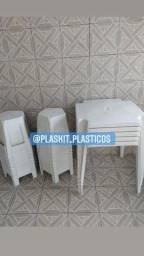 Título do anúncio: Conjunto 1 mesa de plástico com 4 bancos