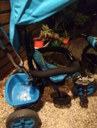 Triciclo infantil semi novo
