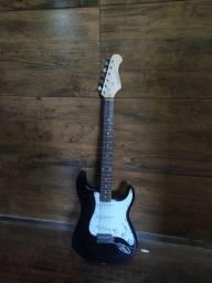 Guitarra Phoenix preta e branca