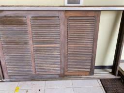 Janela persiana de madeira Itaúba
