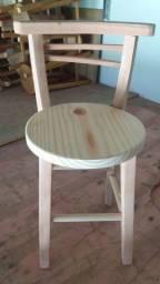 Cadeiras redondas decorativas com encosto, novas. Tem 50cm de altura, madeira eucalipto.