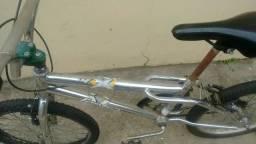 Bicicleta aro 20 bmx em bom estado usada