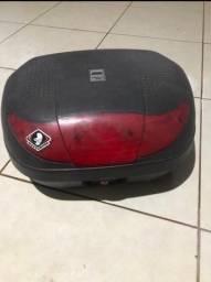 Baú pra moto cabe dois capacetes capacidade 320 litros vem com suposte e churrasquera