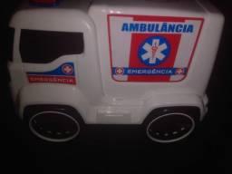 Vendo Ambulância de Brinquedo Nova