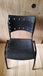 Cadeiras em Iso Polipropileno Novas na cor Preta