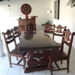 Mesa de madeira rústica com 6 cadeiras