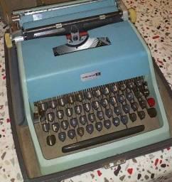 Título do anúncio: Máquina de escrever Underwood 21 Perfeito estado de funcionamento e pintura