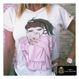 T-shirt feminina coleção romântica.