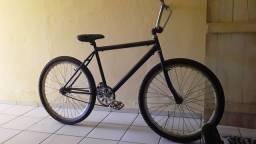 Uma bicicleta vendo ou troco em algo do meu agrado