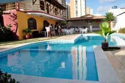Casa com piscina grande