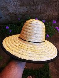 Chapéu de palha envernizada. (resistente ao sol e chuva)