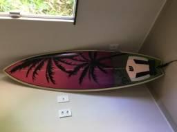 Vendo prancha de surf 5?11 nunca usada (parcelo em até 8x no cartão)