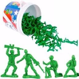 NOVO!! Balde Tou Story com soldados de plástico - 60 peças