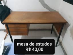 Mesa de estudos simples
