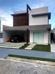Casa em condomínio fechado, com piscina, área gourmet e móveis planejados!