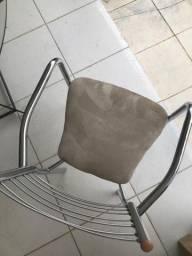 Cadeira de inox com acento em nobuck