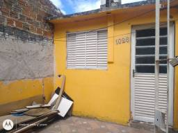 Alugo casa ao lado do Sesi na avenida bento Gonçalves.