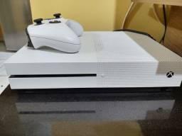 Xbox one com 1 ano de gamepass