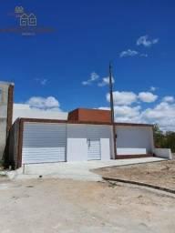 Casa à venda no bairro Alto do Moura, com 2 quartos, sendo 1 suíte.