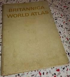 Título do anúncio: Britannica World Atlas edição de 1966 em inglês