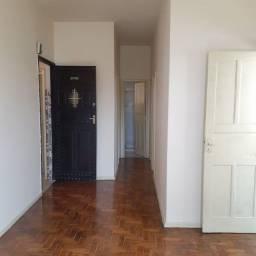 Apartamento em Vista Alegre, 02 Quartos, Varanda etc...