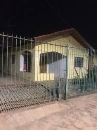 Aluga-se uma casa no bairro parque universitario, rua curio , n 3027