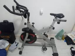 Bicicleta ergométrica academia