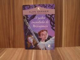 Livro A Pedra encantada de Brisingamen / Autor: Alan Garner