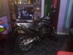 Vendo está moto crosser novinha