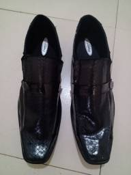 Sapato semi novo só usei duas vezes pra vender logo,,,,,, 35