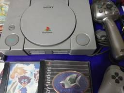 Playstation 1° geração + 18 jogos + vara de pescar + 3 memory cards