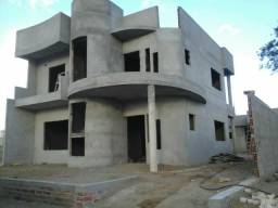 Casa em construção. Condomínio fechado