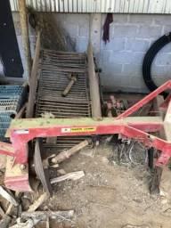 (Implemento agrícola)Arrancadora de inhame ou batata com esteira