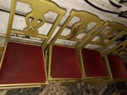 Cadeiras madeira dourada acolchoado