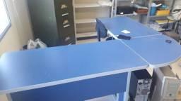 2 Mesas de escritorio cor azul- formato de ilha
