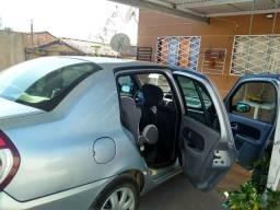 Clio Sedan 1.0 2006 Completo - 2006