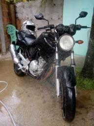 Troco? em outra moto 125 ou 150 - 2006
