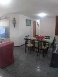 Apartamento super bem localizado em Lagoa Nova, Ed. Terra Santa Cruz