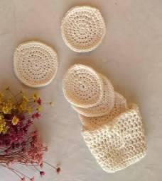 Disquinhos de crochê para limpeza facial reutilizável.