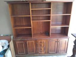 Armário antigo de madeira