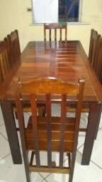 Mesa grande com 6 cadeiras de madeira de lei