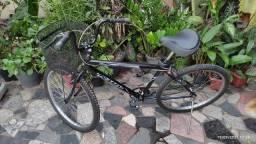 Título do anúncio: Bicicleta preta usada, aro 26, raio duplo.