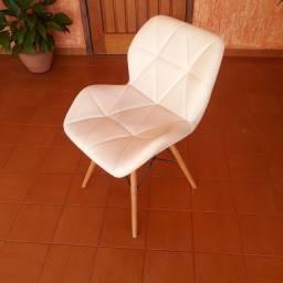Título do anúncio: Cadeira estofada corino branco