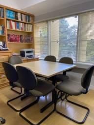 Mesa de reunião com 6 cadeiras