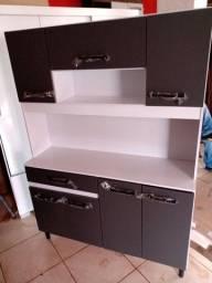 Armário de cozinha novo da loja