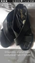 Calçados lindos em perfeito estado