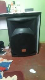 Vendo está caixa de som amplificada profissional.
